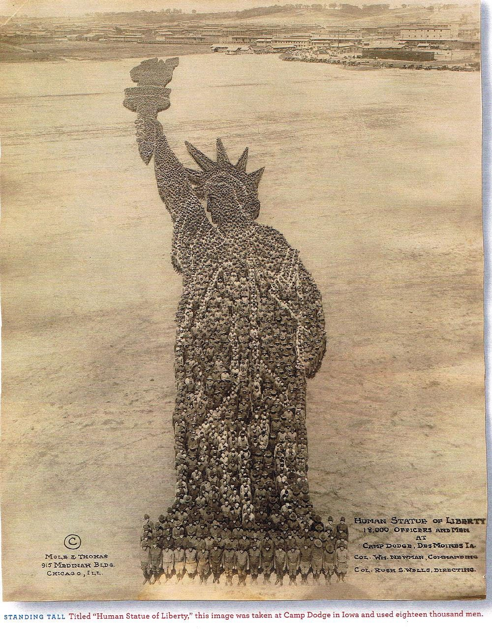 The Human Statue of Liberty formed by 18,000 men!